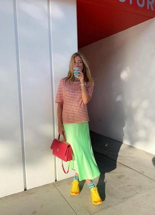 Неоновая сатиновая миди юбка bershka
