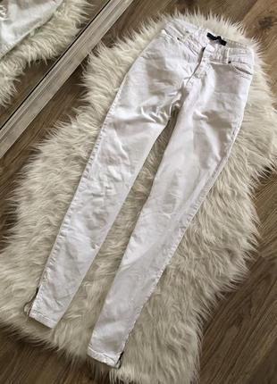 Белые джинсы с замочками снизу zara размер: 36(s)