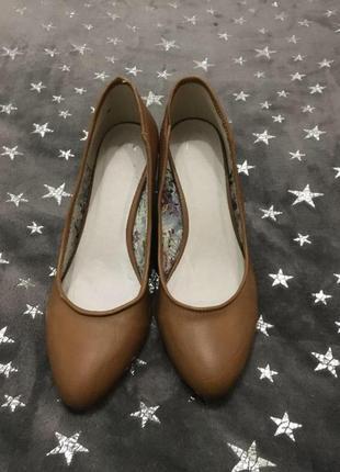 Туфли лодочки кожа на низком каблуке