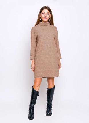 Теплое трикотажное платье до колена