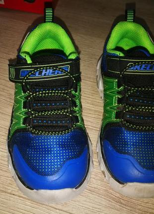 Светящие кроссовки skechers