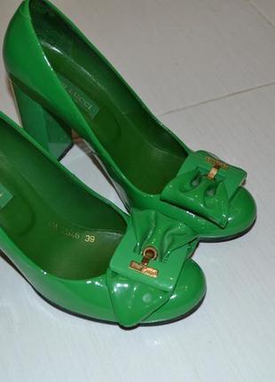 Продам туфли pier lucci