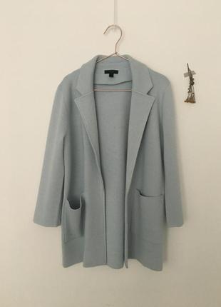 Очень классный вязанный пиджак нежно голубого цаета jcrew