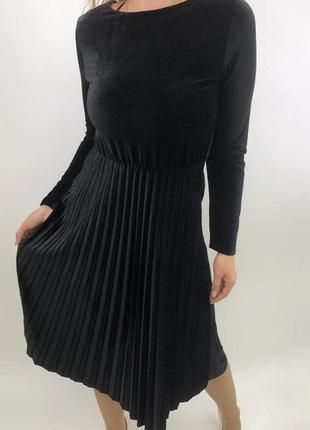 Велюровое платье в плиссировку