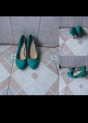 Зеленые туфли. состояние отличное. размер 39