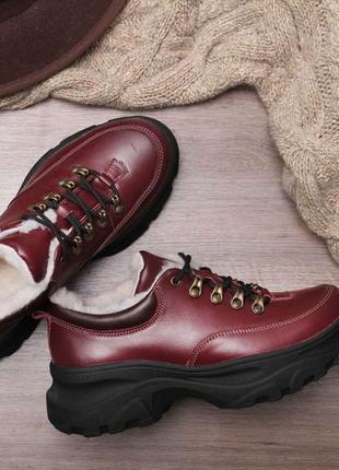 Зимние женские короткие бордовые ботинки