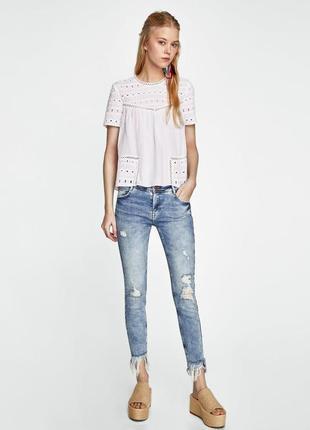 Крутые укороченные джинсы zara с бахромой рр с /с завышеной талией