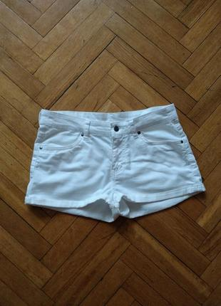 Белые летние джинсовые шорты