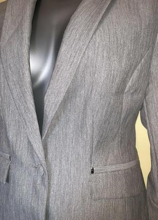 Стильный элегантный пиджак