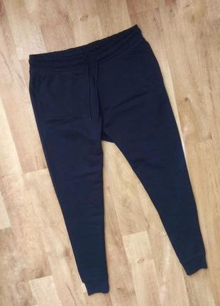 Новые с бирками брендовые  мужские спортивные штаны s размера, синего цвета.