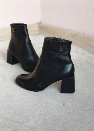 Ботильоны ботинки из натуральной кожи, на каблуке, на меху , зимние