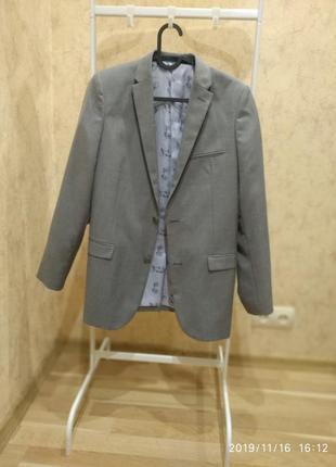 Пиджак на подпостка.