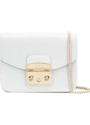 Белая кожаная сумка на цепочке furla в подарочной коробке