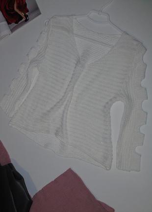 Белый свитер 8 размера с интересными рукавами