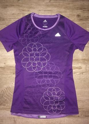 Яркая оригинальная футболка для занятий спортом adidas