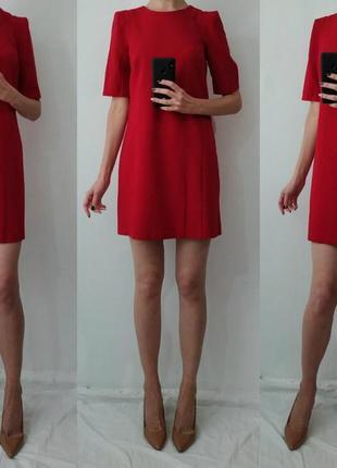 Красивое теплое платье с подплечниками