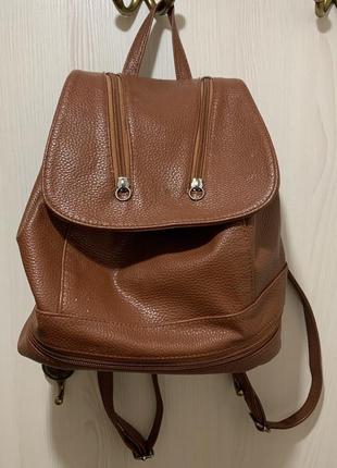 Коричневая кожаная сумка рюкзак
