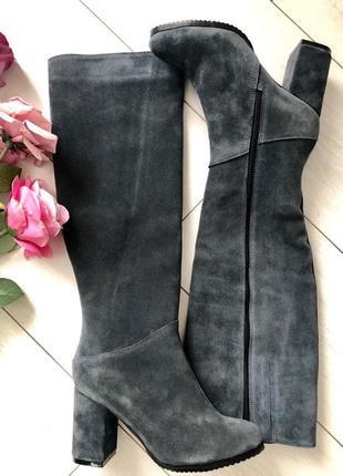 Женские зимние серые замшевые сапоги на каблуке