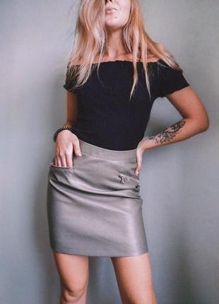 Шикарная юбка под кожу кожаная юбка серая завышенная с карманами