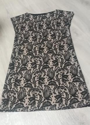 Платье футляр с эффектом кружево.