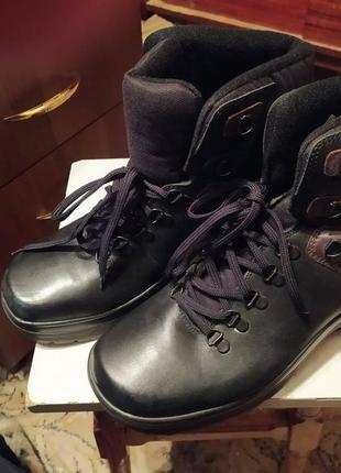 Ботинки зимние тёплые  новые 42 р добротные