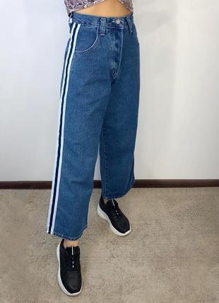 Новые плотные джинсы синие с лампасами широкие