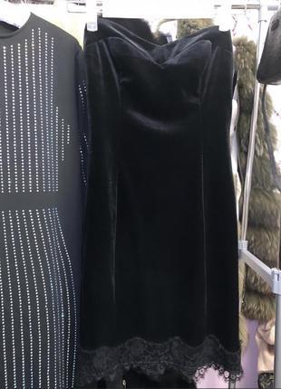 Велюровое чёрное бархатное мини платье по фигуре с кружевом