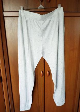Домашние трикотажные штанишки размера 48-50.