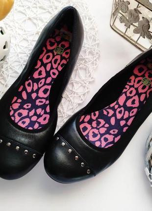 Новые кожаные туфли для девочки