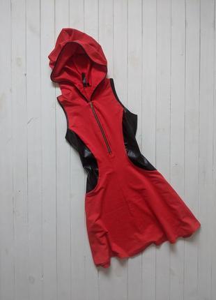 Красное платье с капюшоном rainbow