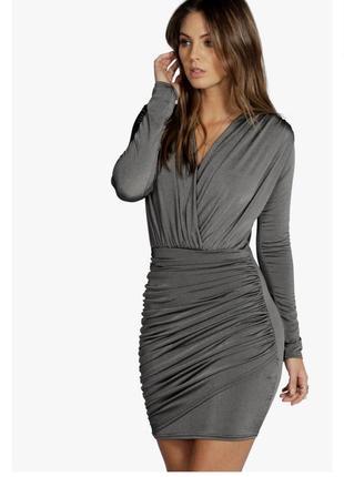 Обтягивающее платье с блестящим напылением и запахом
