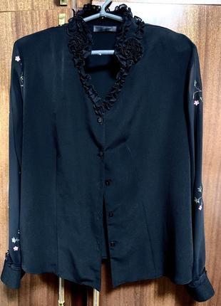 Блуза чёрная с вышивкой