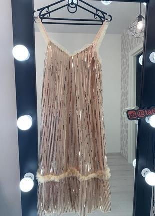 Коктейльное платье миди в блёстках, в паетках