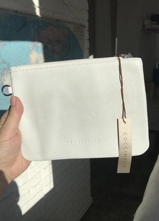Белый кожаный клатч coccinelle