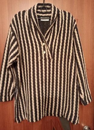 Теплый свитер из плотного тканого материала