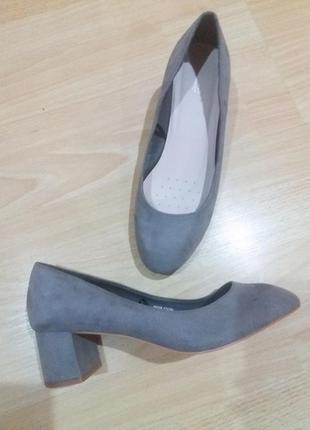 Серые туфли на широком каблуке papaya 39р