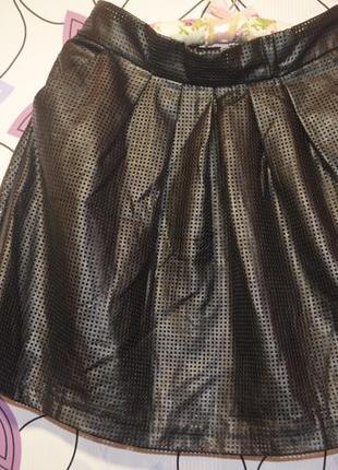 Кожанная юбка солнце- клеш с перфорацией м-ка размер(44-46 наш)
