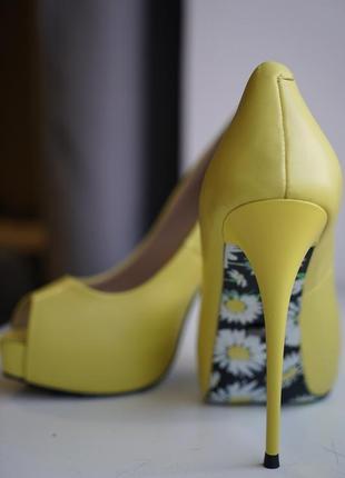 Туфли с открытым носом лимонного оттенка vitto rossi