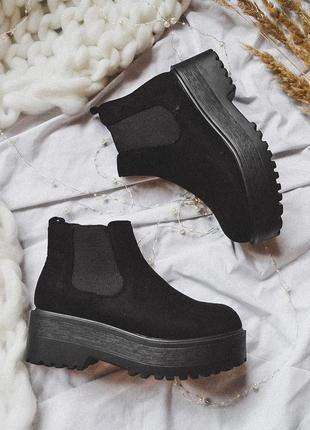 Черные ботинки челси на тракторной подошве демисезонные осенние весенние замшевые
