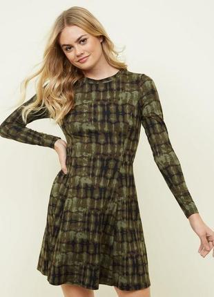 Актуальное мягкое платье в расцветке хаки new look