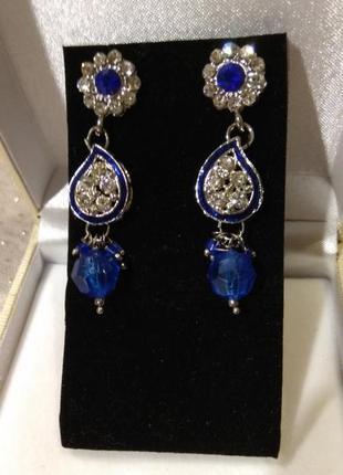 Серьги в серебристом тоне, фиониты, синиие кристаллы