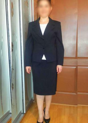 Костюм деловой темно-синий в мелкую полоску (жакет и юбка)