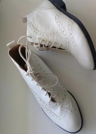 Стильні черевики-оксфорди від дизайнерського бренду chelsea crew