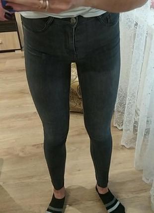 Сірі джинси, скіні