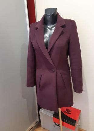 Стильне пальто від jennifer