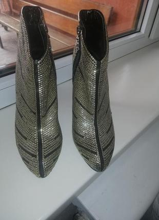 Шикарные ботиночки в паетках