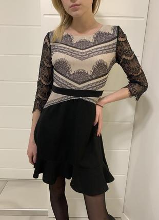 Платье с рукавами из кружевной ткани