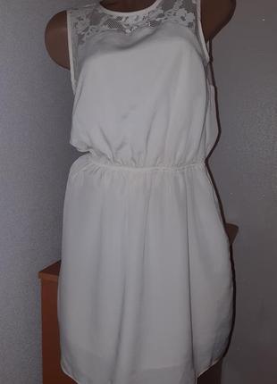 Платье двухслойное молочного цвета с кружевными вставками