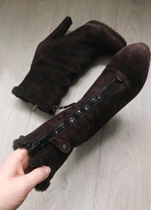 Зимние замшевые ботинки на каблуках