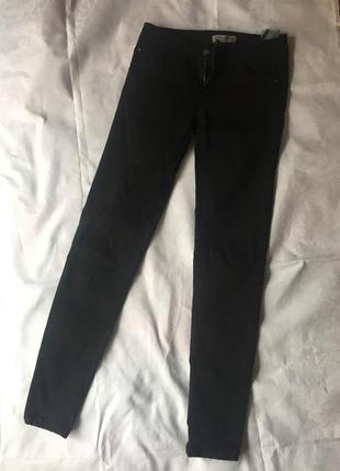 Черный джинсы